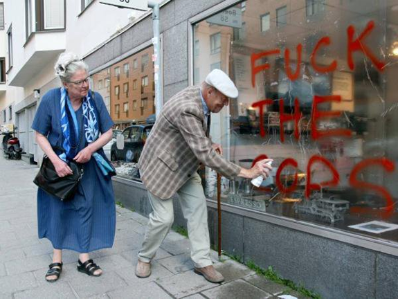 PHOTO OF THE DAY ~~ SENIORS RESPOND TO OAKLAND'S POLICE BRUTALITY