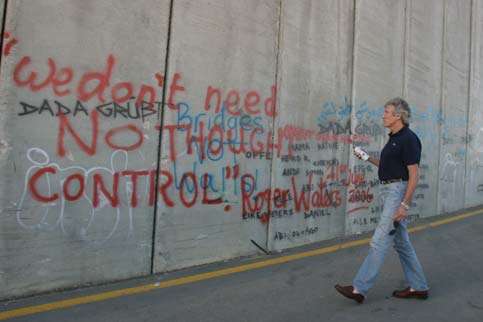 roger-waters-graffiti