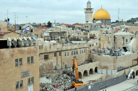 1360102542-demolition-takes-place-at-western-wall-making-way-for-new-facilities_1773897
