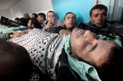 553537_des-palestiniens-portent-le-corps-du-detenu-arafat-jaradat-mort-dans-une-prison-israelienne-le-24-fevrier-2013-a-hebron-400x266 (1)