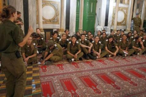 ibrahim_mosque_iof_soldiers