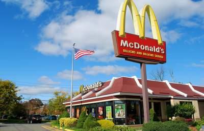 McDonaldsTellUnderpaidWorkerstoSellTheirXmasPresents112013