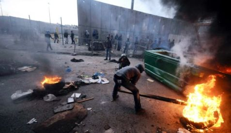 Palestinians burn tires during clashes with Israeli border police in East Jerusalem, November 5, 2014. Photo by AP