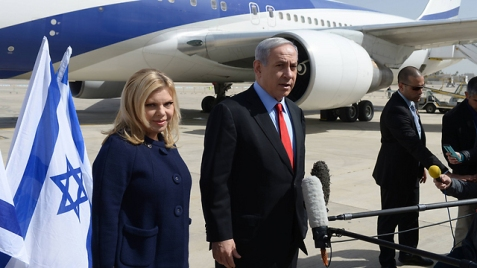 Sara and Benjamin Netanyahu about to embark to Washington (Photo: Amos Ben Gershom/GPO)