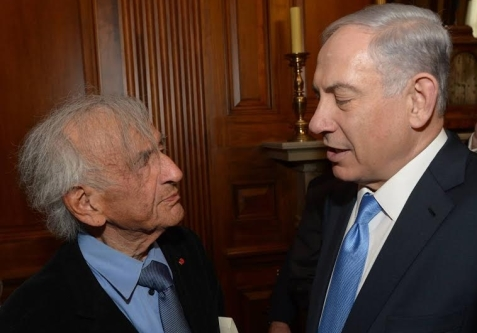 Prime Minister Benjamin Netanyahu speaks with author Elie Wiesel after speech to US Congress in Washington. (photo credit:AMOS BEN-GERSHOM/GPO)