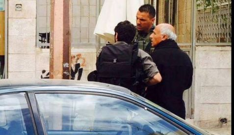 Mordechai Vanunu being arrested by police in Jerusalem, April 23, 2015.