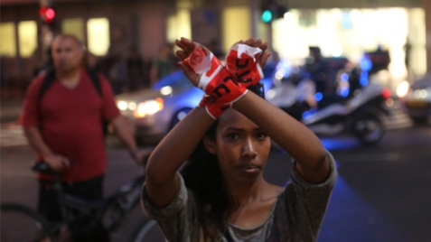 Ethiopian Israeli protesting police brutality (Photo: Motti Kimchi)