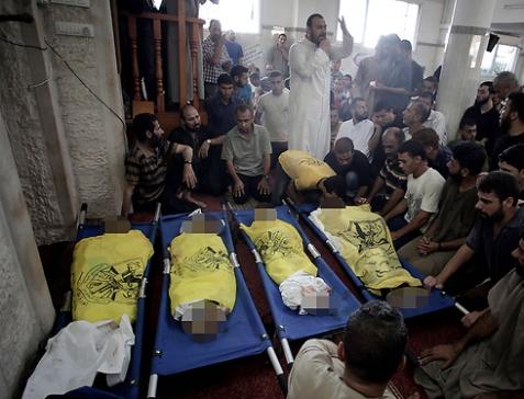 Palestinian children killed in IDF bombardment (Photo: AP)