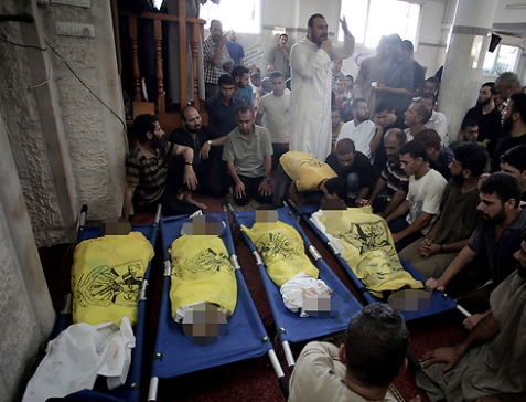 Palestinian children killed in IDF bombardment (Photo: AP)