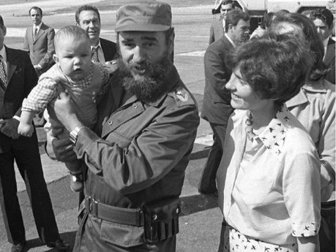 Fidel Castro holding the New prime minister of Canada Justin Trudeau