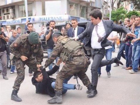 Erdogan advisor kicking protestor cartoon was used by Turkey to make censorship order of Latuff Cartoons