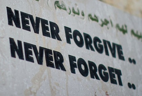 800px-nablus_never_forgive_never_forget_victor_2011_-1-101-e1363534583563