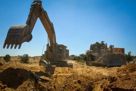 idf-photo-caterpillar-gaza-august-2014