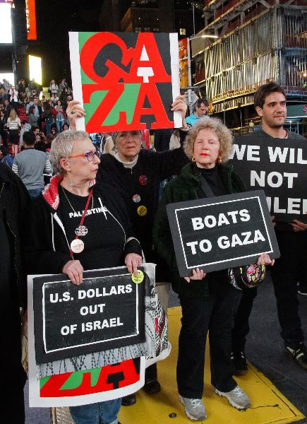 TIMES SQ. NYC: PROTEST ISRAELI HYJACK OF WOMAN'S PEACE BOAT TO GAZA IN INTERNATIONAL WATERS (PIRACY) Photo © by Bud Korotzer