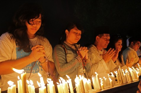 Indonesians pray for the Palestinians who were killed in the airstrikes launched by Israel.